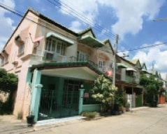 located at lamlookka klong 2 in the form of townhouse and home office